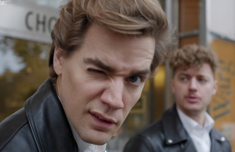 Bose Presents Behind The Music / The Hives – Hate To Say I Told You So